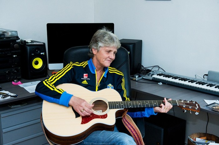 Pia Sundhage, Swedish football coach